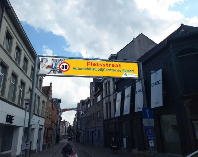 banner boven ingang Ankerstraat